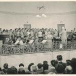 orchestr na kolonádě v 50. letech 20. stol.